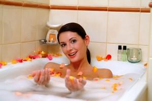 testápolás-szépségápolás-virágszirmos-fürdőzés