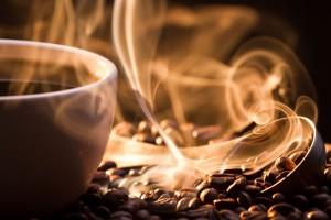 gőzölgő kávé